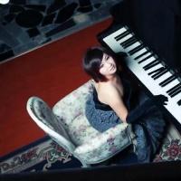 才女张张钢琴弹唱